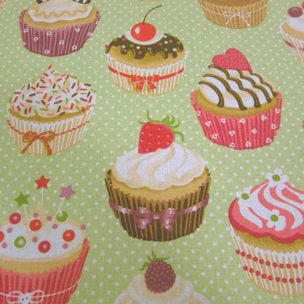 Stoff Baumwolle Muffins Cupcakes hellgrün Punkte Törtchen