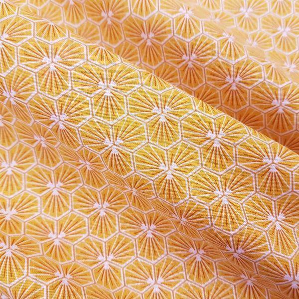 Stoff Baumwolle gelb safran Blüten Waben sechseck grafisch Riad