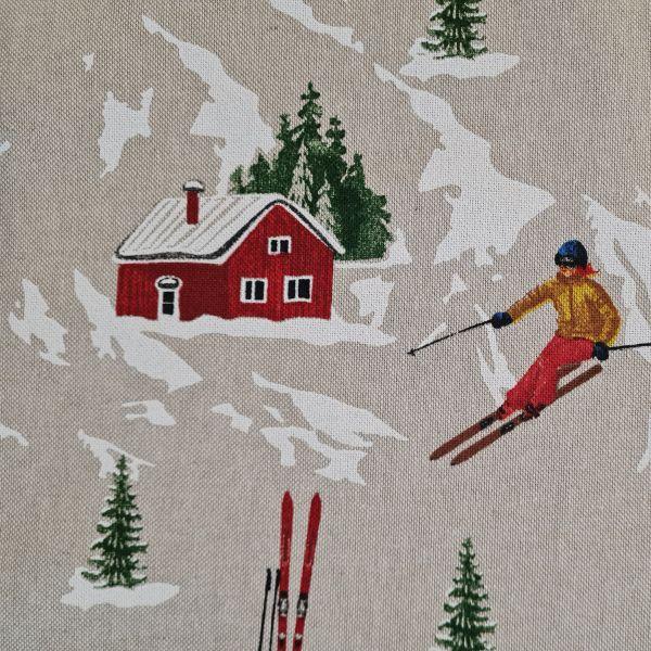 Stoff Meterware Baumwolle pflegeleicht natur Skifahrer Skipiste Häuser 0,5Weihnachtsstoff