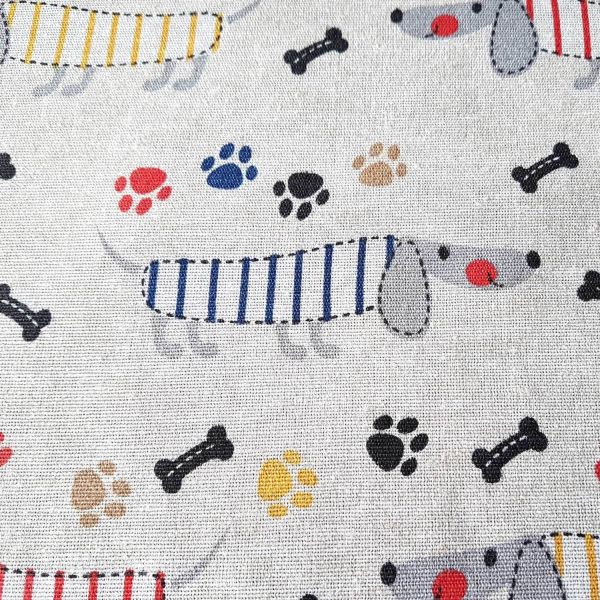 Stoff Meterware Baumwolle pflegeleicht Hund Dackel Pfote Knochen bunt