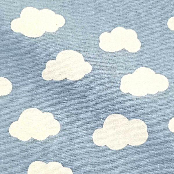Stoff Meterware Baumwolle hellblau Wolken Popeline 0,5