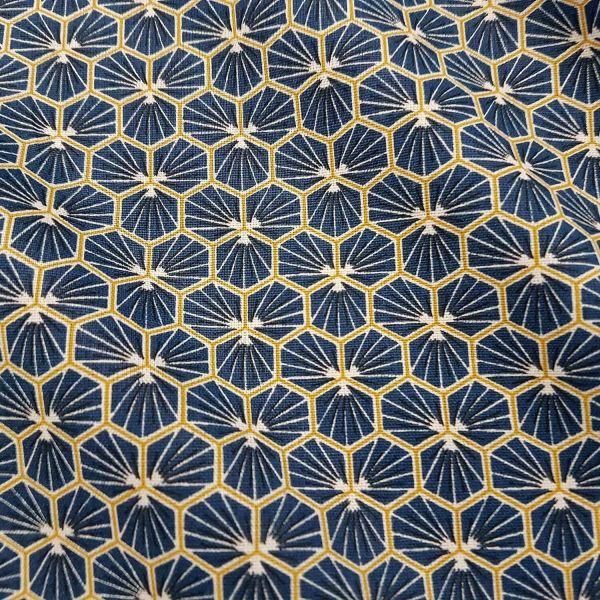 Stoff Baumwolle indigo Blüten Waben safran sechseck grafisch Riad 0,5