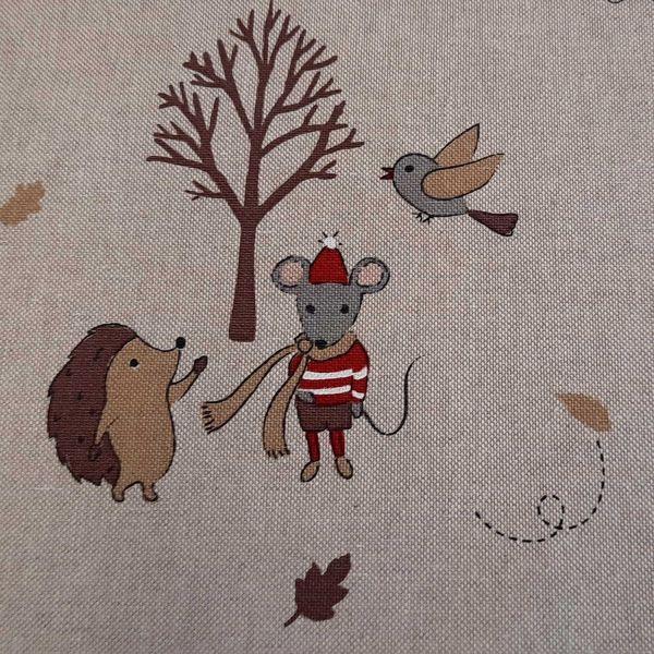 Stoff Meterware Baumwolle pflegeleicht natur Igel Maus Winter 0,5