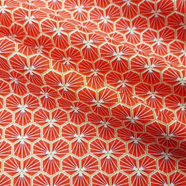 Stoff Baumwolle grenadine hellrot Blüten Waben sechseck grafisch Riad 0,5