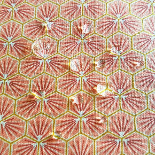 Stoff Baumwollstoff beschichtet Waben rosa koralle Blumen abwaschbar Tischdecke 0,5