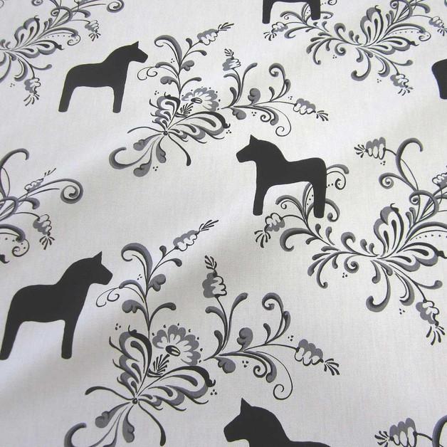 Skandinavische stoffe schwarz weiss  Stoff Baumwolle weiß schwarz Dala groß Pferde Schweden Skandinavien ...