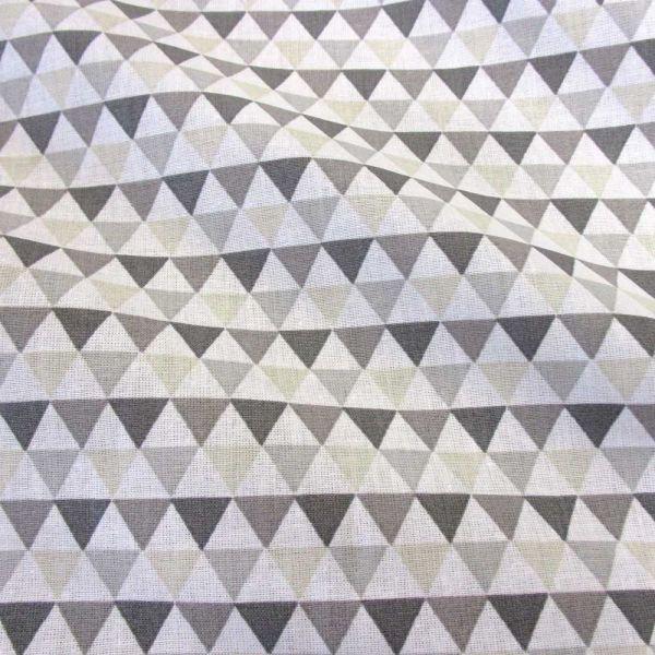 Stoff Baumwolle Dreiecke weiß grau beige Grafik