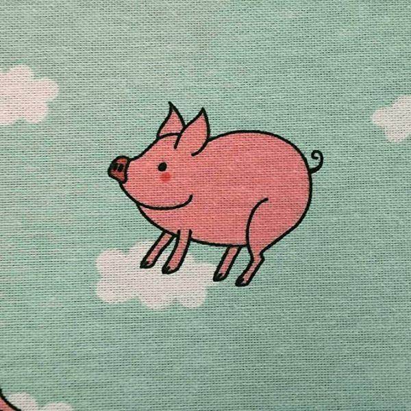 Stoff Meterware Baumwollstoff hellblau Schweinchen Glücksschweinchen Wolken 0,5